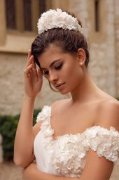Wedding dresses Falily Collection  Côte d'Azur  Silhouette  A Line  Color  Ivory  Neckline  Sweetheart  Sleeves  Wide straps  Off the Shoulder Sleeves  Train  With train - foto 3