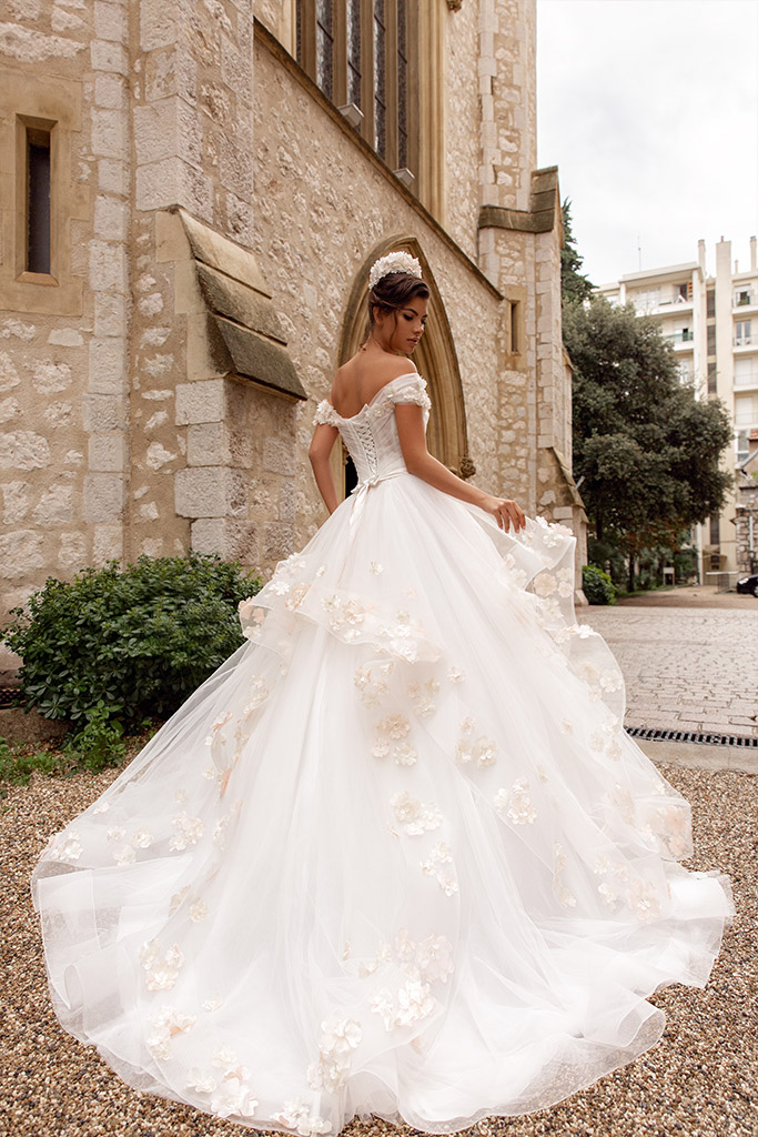 Wedding dresses Falily Collection  Côte d'Azur  Silhouette  A Line  Color  Ivory  Neckline  Sweetheart  Sleeves  Wide straps  Off the Shoulder Sleeves  Train  With train - foto 4