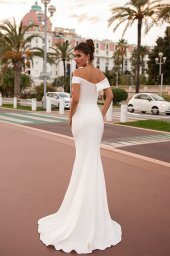 Wedding dresses Clio Collection  Côte d'Azur  Silhouette  Fitted  Color  Ivory  Neckline  Sweetheart  Sleeves  Wide straps  Off the Shoulder Sleeves  Train  No train - foto 4