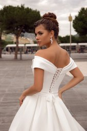 Wedding dresses Whitney Collection  Côte d'Azur  Silhouette  A Line  Color  Ivory  Neckline  Sweetheart  Sleeves  Wide straps  Off the Shoulder Sleeves  Train  With train - foto 2