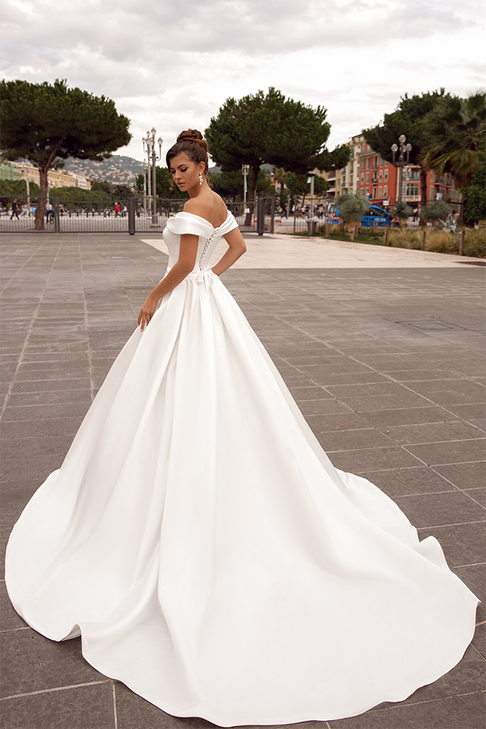 Wedding dresses Whitney Collection  Côte d'Azur  Silhouette  A Line  Color  Ivory  Neckline  Sweetheart  Sleeves  Wide straps  Off the Shoulder Sleeves  Train  With train - foto 3
