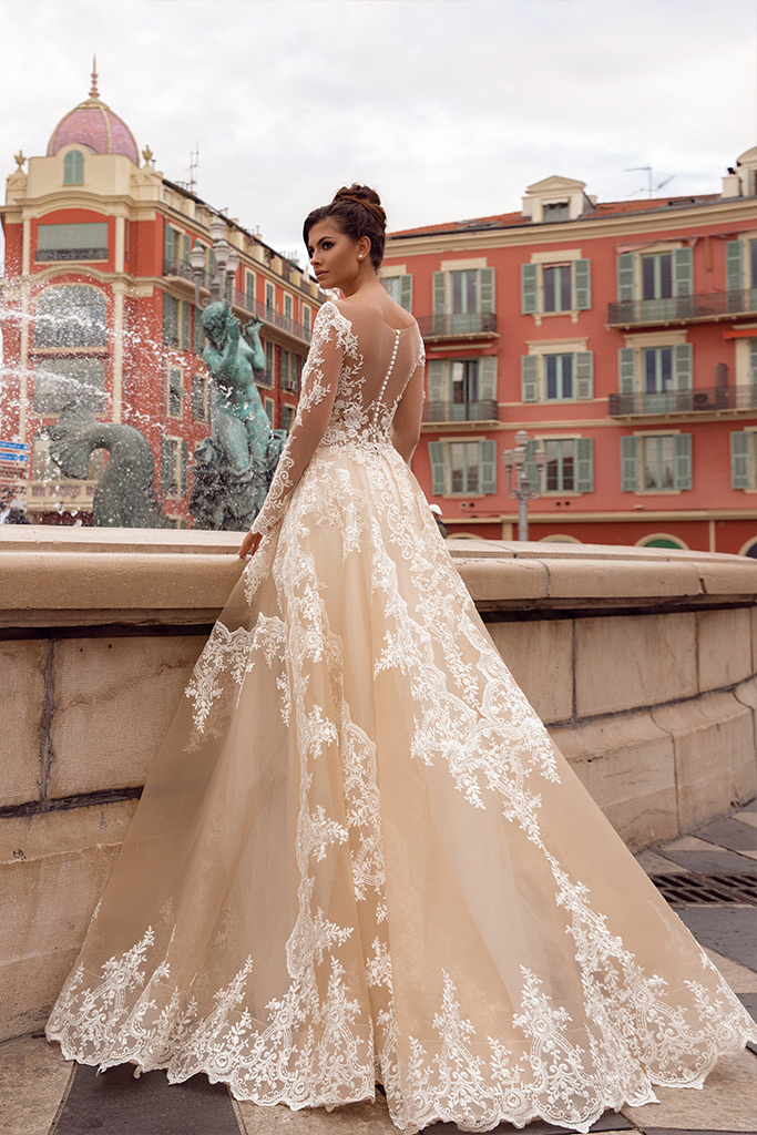 Wedding dresses Sophia Collection  Côte d'Azur  Silhouette  A Line  Color  Cappuccino  Ivory  Neckline  Sweetheart  Portrait (V-neck)  Sleeves  Long Sleeves  Fitted  Train  No train - foto 4