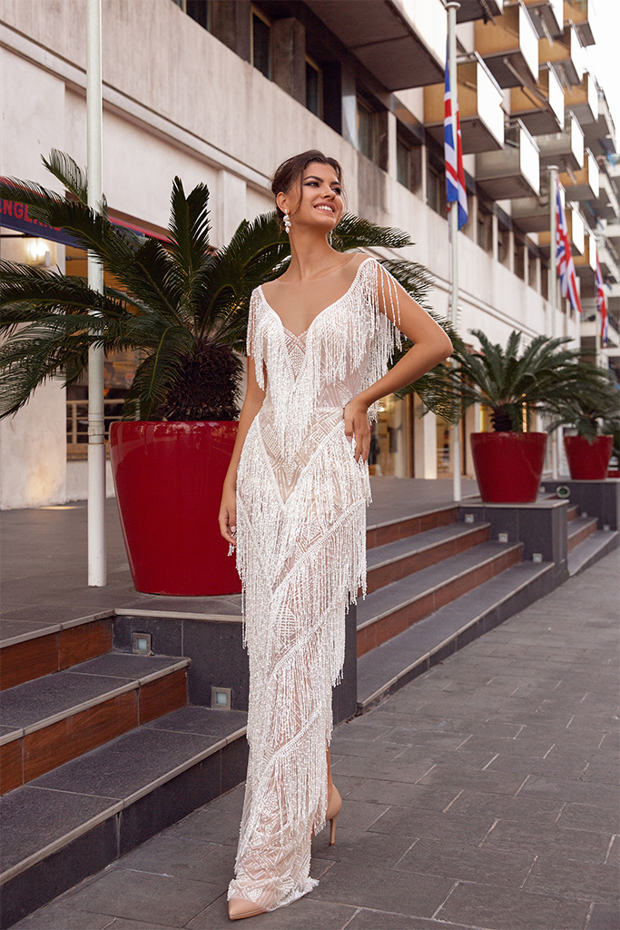 Wedding dresses Texas Collection  Côte d'Azur  Silhouette  Sheath  Color  Cappuccino  Ivory  Neckline  Portrait (V-neck)  Sleeves  Wide straps  Train  No train - foto 2