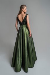 Evening Dresses 1806 Silhouette  A Line  Color  Green  Neckline  Portrait (V-neck)  Sleeves  Wide straps  Train  No train - foto 2