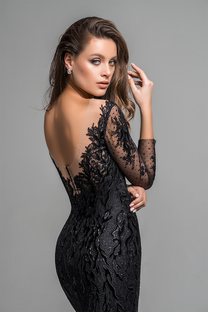 Evening Dresses 1783 Silhouette  Fitted  Color  Black  Neckline  Portrait (V-neck)  Sleeves  Set In  Long Sleeves  Train  No train - foto 2