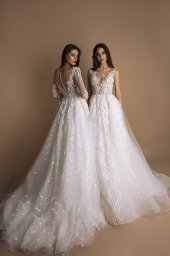 Wedding dresses Indila Collection  New Look  Silhouette  A Line  Color  Ivory  Neckline  Portrait (V-neck)  Illusion  Sleeves  Long Sleeves  Fitted  Train  With train - foto 2