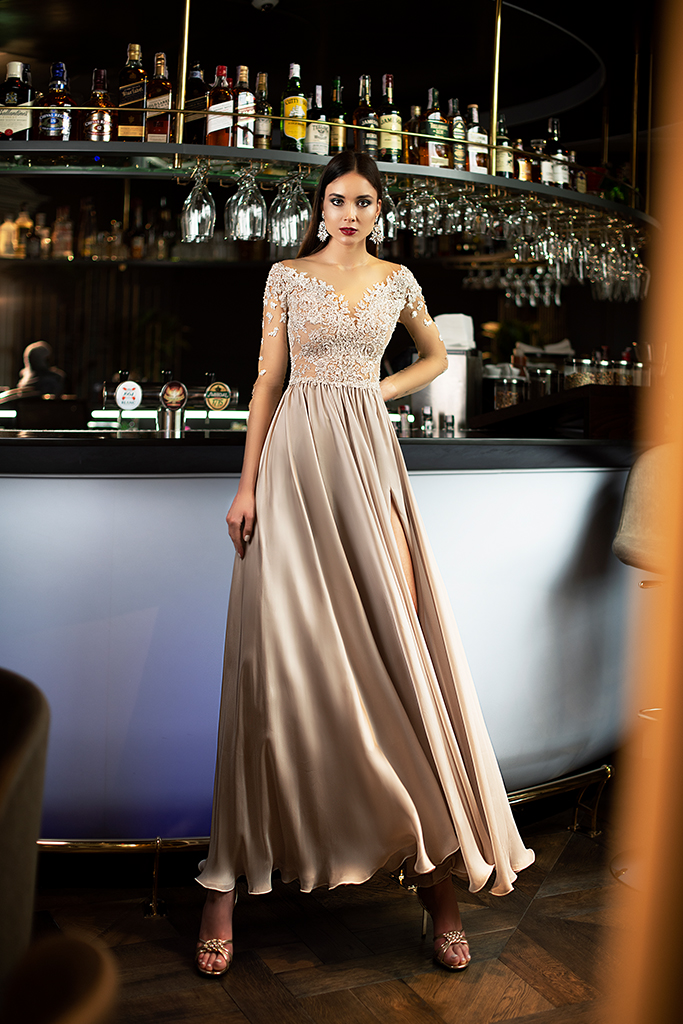 Evening gowns 1397 Silhouette  A Line  Color  Blush  Neckline  Portrait (V-neck)  Sleeves  3/4 Sleeves  Train  No train - foto 4