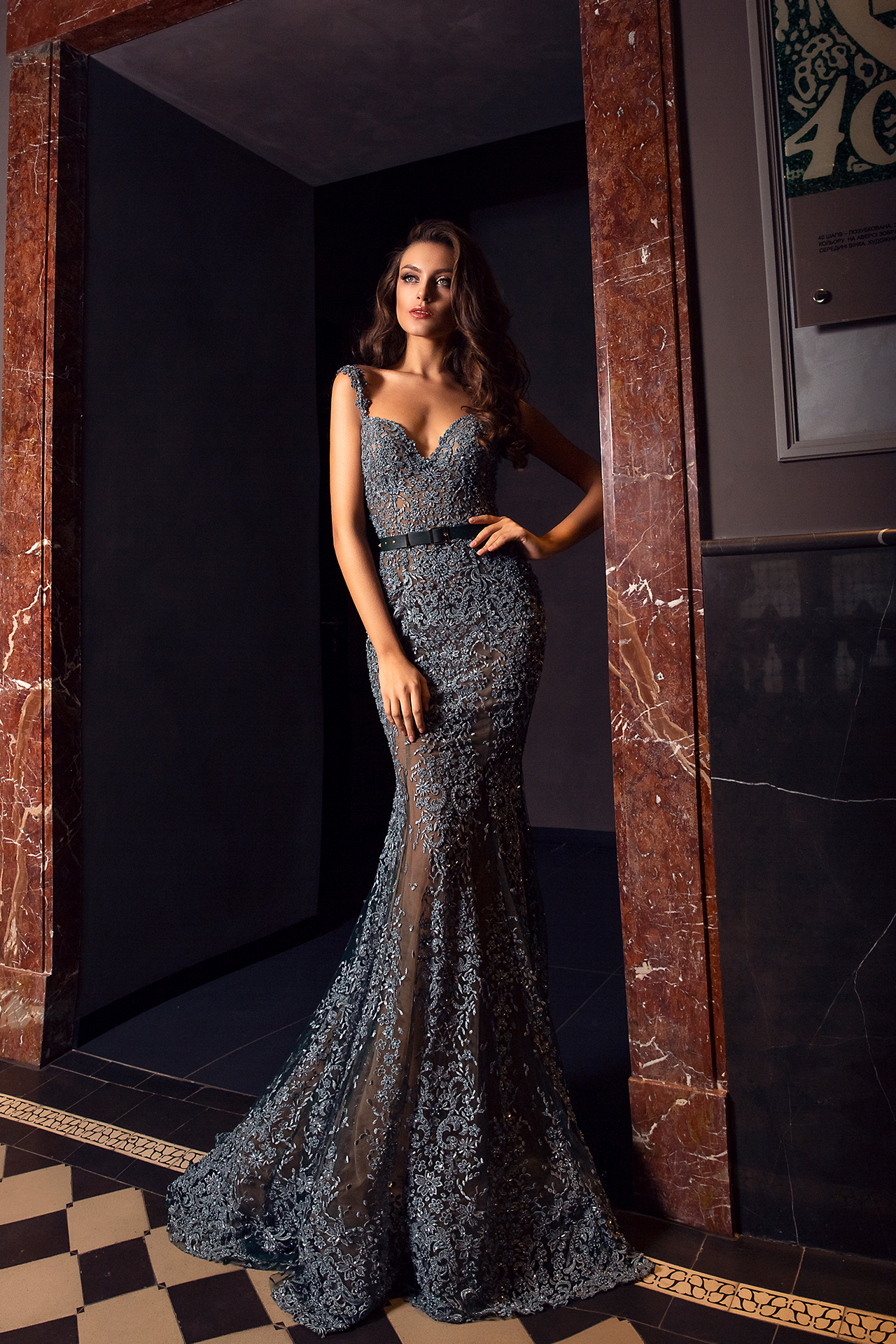 Evening gowns S-1477 Silhouette  Mermaid  Color  Grey  Neckline  Sweetheart  Sleeves  Wide straps  Train  With train - foto 3
