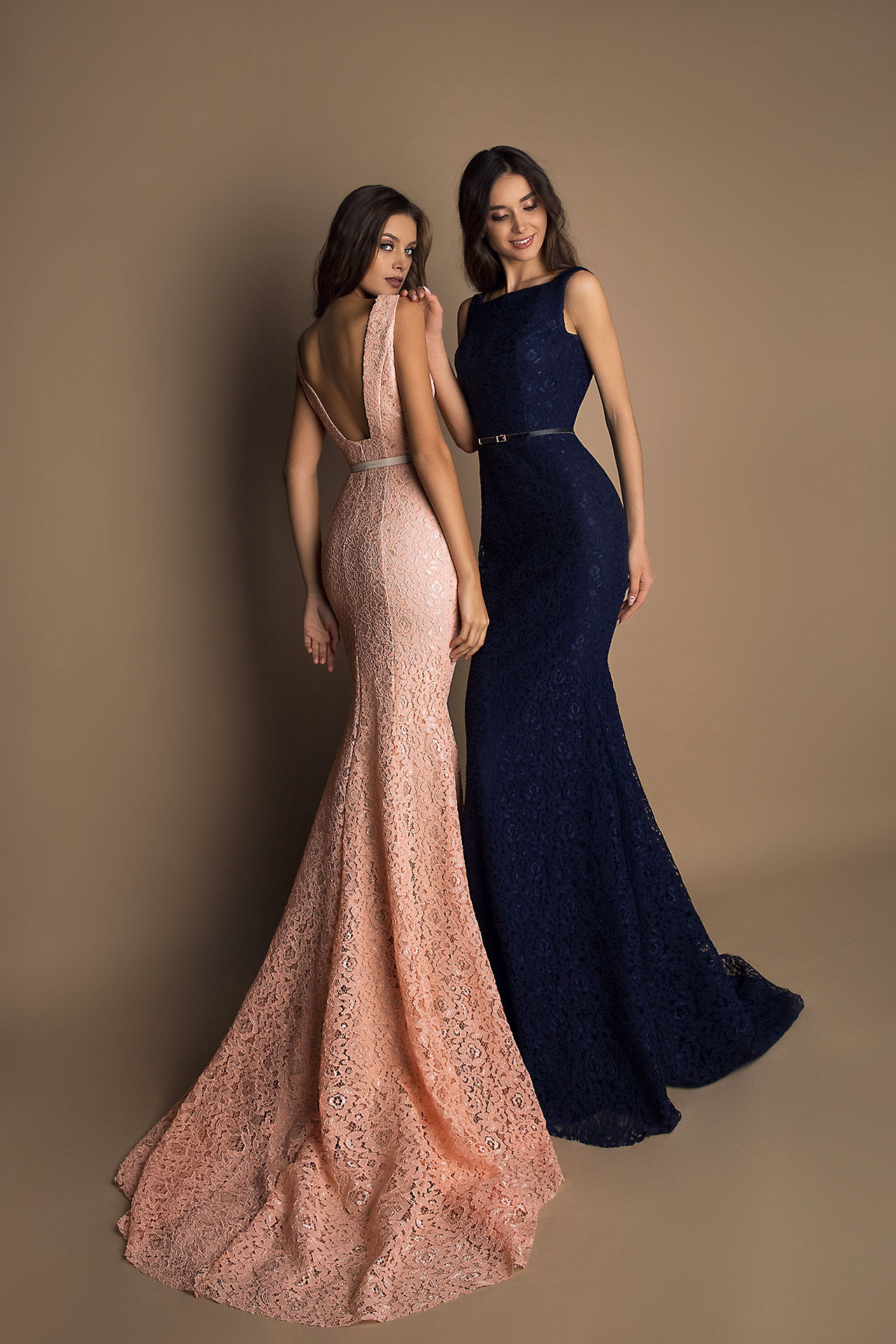 Evening gowns S-1623 peach Silhouette  Fitted  Color  Blue  Peach  Red  Neckline  Bateau (Boat Neck)  Sleeves  Wide straps  Train  With train - foto 2