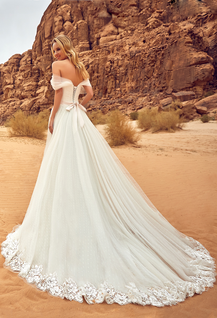 Wedding dresses Lila Collection  Voyage  Silhouette  A Line  Color  Ivory  Neckline  Sweetheart  Sleeves  Wide straps  Off the Shoulder Sleeves  Train  With train - foto 3