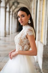 Wedding dresses Elba Collection  Lisbon Lace  Silhouette  A Line  Color  Ivory  Neckline  Mandarin  Sleeves  Petal  Train  With train - foto 2