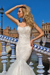 Wedding dresses Esperansa Collection  Iconic Look  Silhouette  Mermaid  Color  Ivory  Neckline  Sweetheart  Sleeves  Wide straps  Train  With train - foto 2