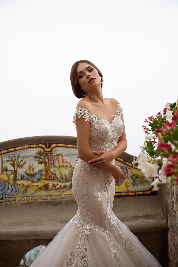 Wedding dresses Fidelia Collection  Dolce Italia  Silhouette  Mermaid  Color  Cappuccino  Ivory  Neckline  Sweetheart  Sleeves  Off the Shoulder Sleeves  Train  With train - foto 2