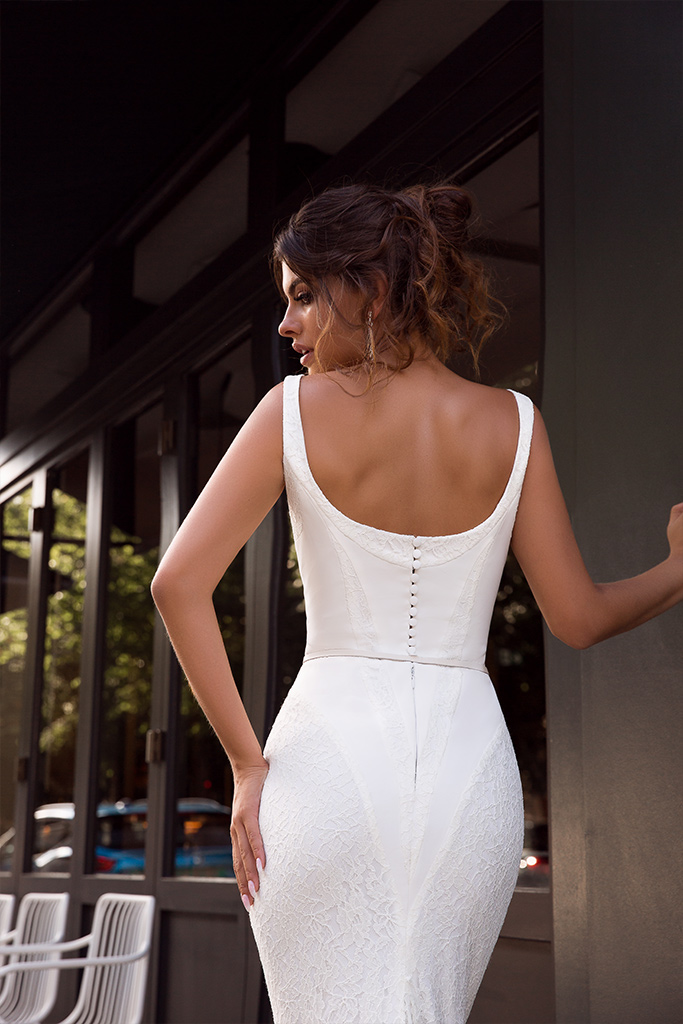 Wedding dresses Alana Collection  L`arome de Paris  Silhouette  Fitted  Color  Ivory  Neckline  Straight  Sleeves  Wide straps  Train  With train - foto 4