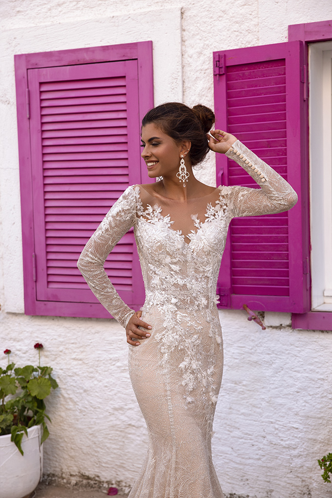 Wedding dresses Dali Collection  Highlighted Glamour  Silhouette  Fitted  Color  Silver  Ivory  Neckline  Sweetheart  Sleeves  Long Sleeves  Fitted  Train  No train - foto 4