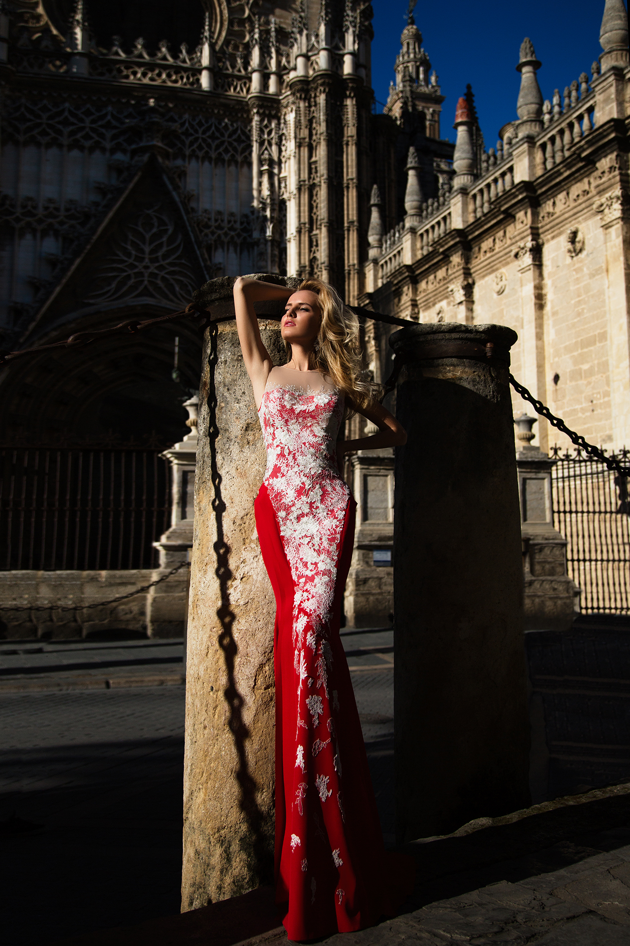 Evening gowns 922 Silhouette  Fitted  Color  Red  Neckline  Sweetheart  Sleeves  Sleeveless  Illusion Straps  Train  With train - foto 3