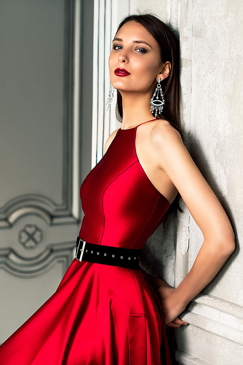 Evening gowns S-1361 Silhouette  A Line  Color  Red  Neckline  Halter  Sleeves  Sleeveless  Train  No train - foto 4