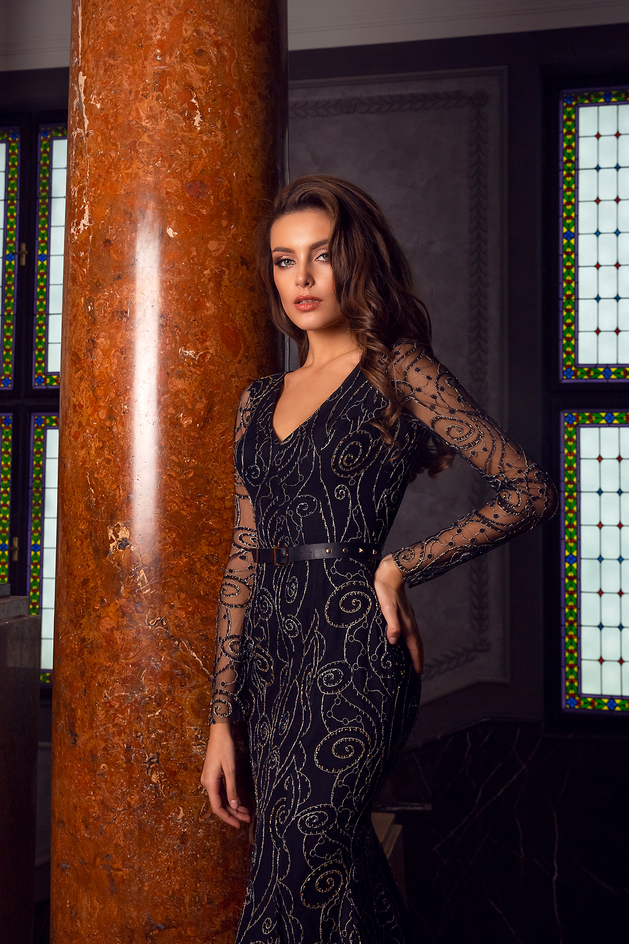 Evening gowns S-1487 Silhouette  Fitted  Color  Black  Neckline  Portrait (V-neck)  Sleeves  Long Sleeves  Fitted - foto 2