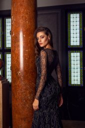 Evening gowns S-1487 Silhouette  Fitted  Color  Black  Neckline  Portrait (V-neck)  Sleeves  Long Sleeves  Fitted - foto 4