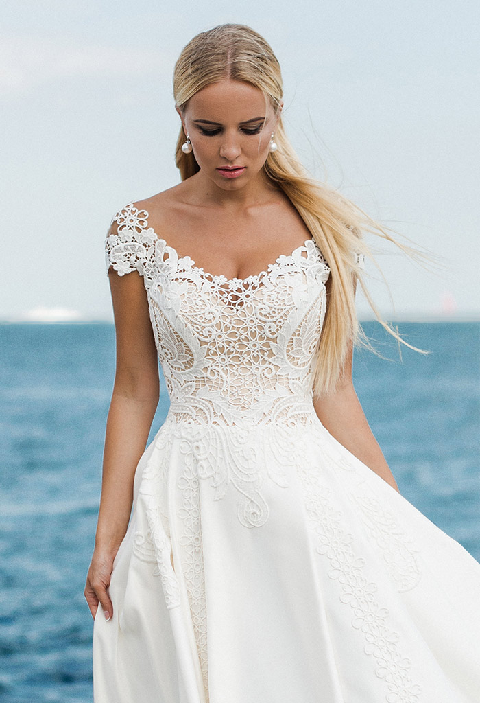 Wedding dresses Amina Collection  Voyage  Silhouette  A Line  Color  Ivory  Neckline  Sweetheart  Sleeves  T-Shirt  Off the Shoulder Sleeves  Train  With train - foto 2