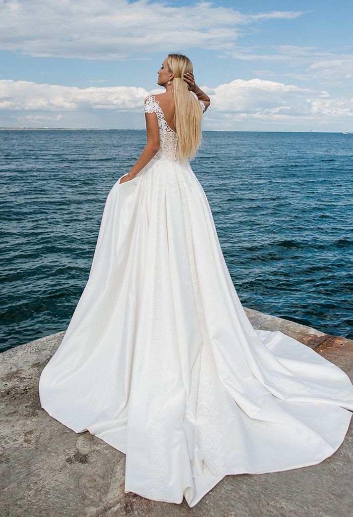Wedding dresses Amina Collection  Voyage  Silhouette  A Line  Color  Ivory  Neckline  Sweetheart  Sleeves  T-Shirt  Off the Shoulder Sleeves  Train  With train - foto 3