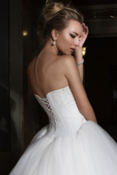Wedding dresses Anna Collection  Supreme Classic  Silhouette  Ball Gown  Color  Ivory  Neckline  Sweetheart  Sleeves  Sleeveless  Train  With train - foto 4