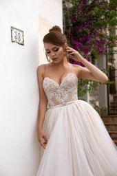 Wedding dresses Elma Collection  Dolce Italia  Silhouette  A Line  Color  Cappuccino  Ivory  Neckline  Sweetheart  Sleeves  Spaghetti Straps  Train  With train - foto 3