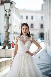 Wedding dresses Nikhan Collection  Lisbon Lace  Silhouette  A Line  Color  Ivory  Neckline  Sweetheart  Mandarin  Sleeves  Long Sleeves  Fitted  Train  With train - foto 2