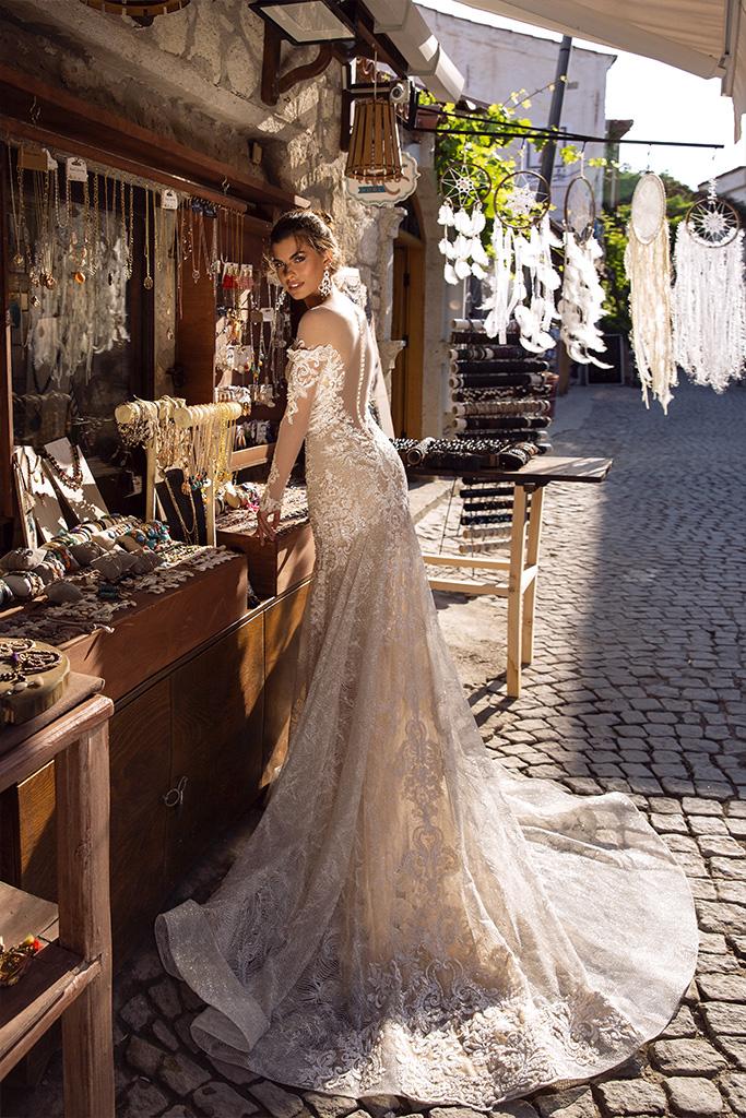 Brautkleider Dorian Kollektion  Highlighted Glamour  Silhouette  Tailliertes Kleid  Farbe  Golden  Cremeweiß   Ausschnitt  Illusion  Ärmel  lange Ärmel  talliert  Schweif  Ohne Schleppe - foto 3