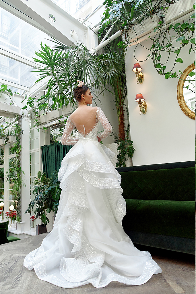 Wedding dresses Jilly Collection  Gloss  Silhouette  Fitted  A Line  Color  Silver  Ivory  Neckline  Sweetheart  Illusion  Sleeves  Long Sleeves  Fitted  Train  Detachable train - foto 2