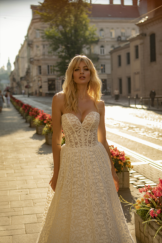 Wedding dresses Amandine Collection  City Passion  Silhouette  A Line  Color  Ivory  Neckline  Sweetheart  Sleeves  Sleeveless  Train  With train - foto 2