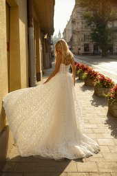 Wedding dresses Amandine Collection  City Passion  Silhouette  A Line  Color  Ivory  Neckline  Sweetheart  Sleeves  Sleeveless  Train  With train - foto 3
