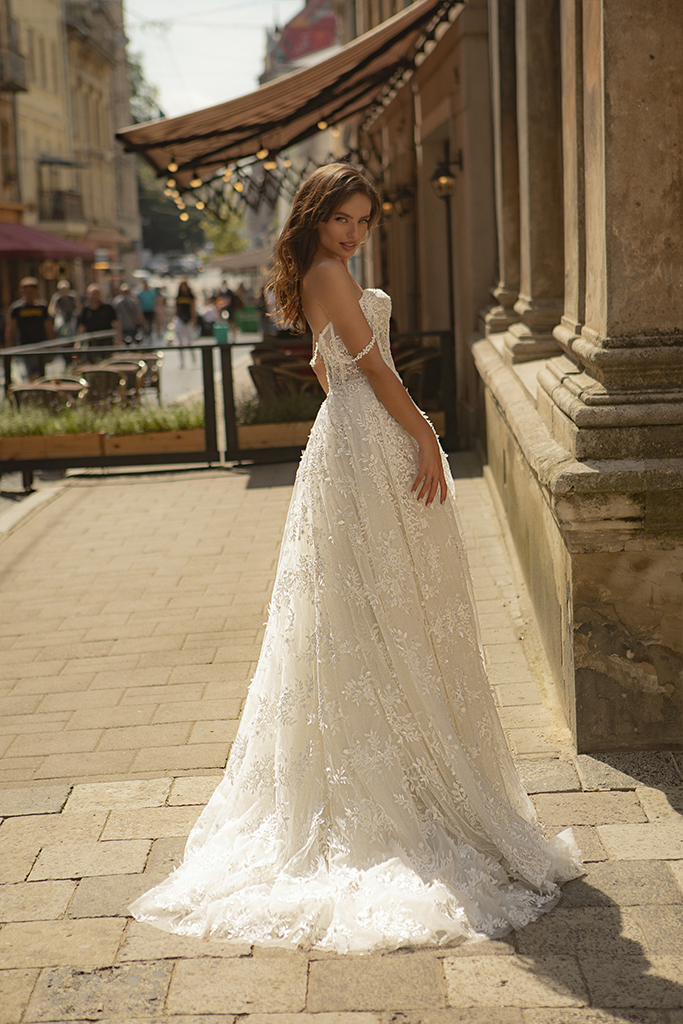 Wedding dresses Amber Collection  City Passion  Silhouette  A Line  Color  Ivory  Neckline  Sweetheart  Sleeves  Wide straps  Off the Shoulder Sleeves  Train  With train - foto 2