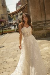 Wedding dresses Amber Collection  City Passion  Silhouette  A Line  Color  Ivory  Neckline  Sweetheart  Sleeves  Wide straps  Off the Shoulder Sleeves  Train  With train - foto 3