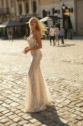 Wedding dresses Aurelia Collection  City Passion  Silhouette  Sheath  Color  Blush  Ivory  Neckline  Portrait (V-neck)  Sleeves  Sleeveless  Train  With train - foto 4