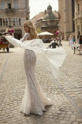 Wedding dresses Daniele Collection  City Passion  Silhouette  Fitted  Color  Blush  Ivory  Neckline  Portrait (V-neck)  Sleeves  Long Sleeves  Train  With train - foto 3