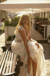 Brautkleider Diana Kollektion  City Passion  Silhouette  A-Silhouette  Farbe  Cremeweiß   Ausschnitt  Porträt (V-Ausschnitt)  Ärmel  breite Träger  Schweif  Ohne Schleppe - foto 5