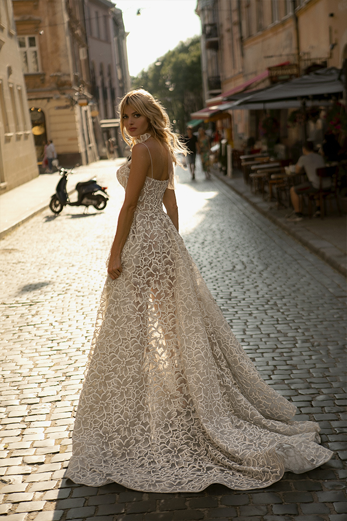 Wedding dresses Donna Collection  City Passion  Silhouette  A Line  Color  Silver  Ivory  Neckline  Sweetheart  Sleeves  Spaghetti Straps  Train  With train - foto 2