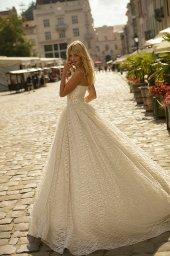 Wedding dresses Ilga Collection  City Passion  Silhouette  A Line  Color  Gold  Ivory  Neckline  Sweetheart  Sleeves  Sleeveless  Train  With train - foto 3