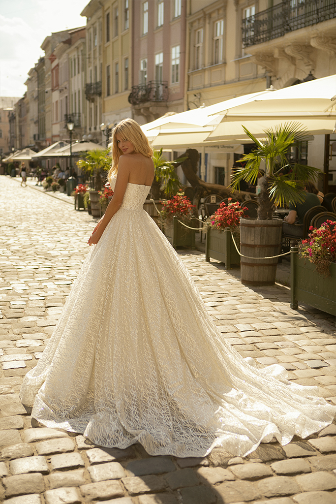 Wedding dresses Ilga Collection  City Passion  Silhouette  A Line  Color  Gold  Ivory  Neckline  Sweetheart  Sleeves  Sleeveless  Train  With train - foto 6
