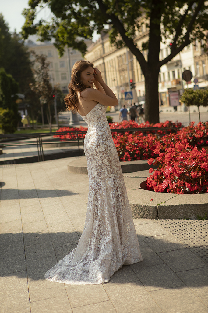 Wedding dresses Iness Collection  City Passion  Silhouette  Fitted  Color  Blush  Ivory  Neckline  Sweetheart  Sleeves  Sleeveless  Train  With train - foto 4