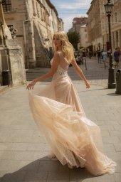 Wedding dresses Nadin Collection  City Passion  Silhouette  A Line  Color  Blush  Neckline  Portrait (V-neck)  Sleeves  Spaghetti Straps  Train  With train - foto 2