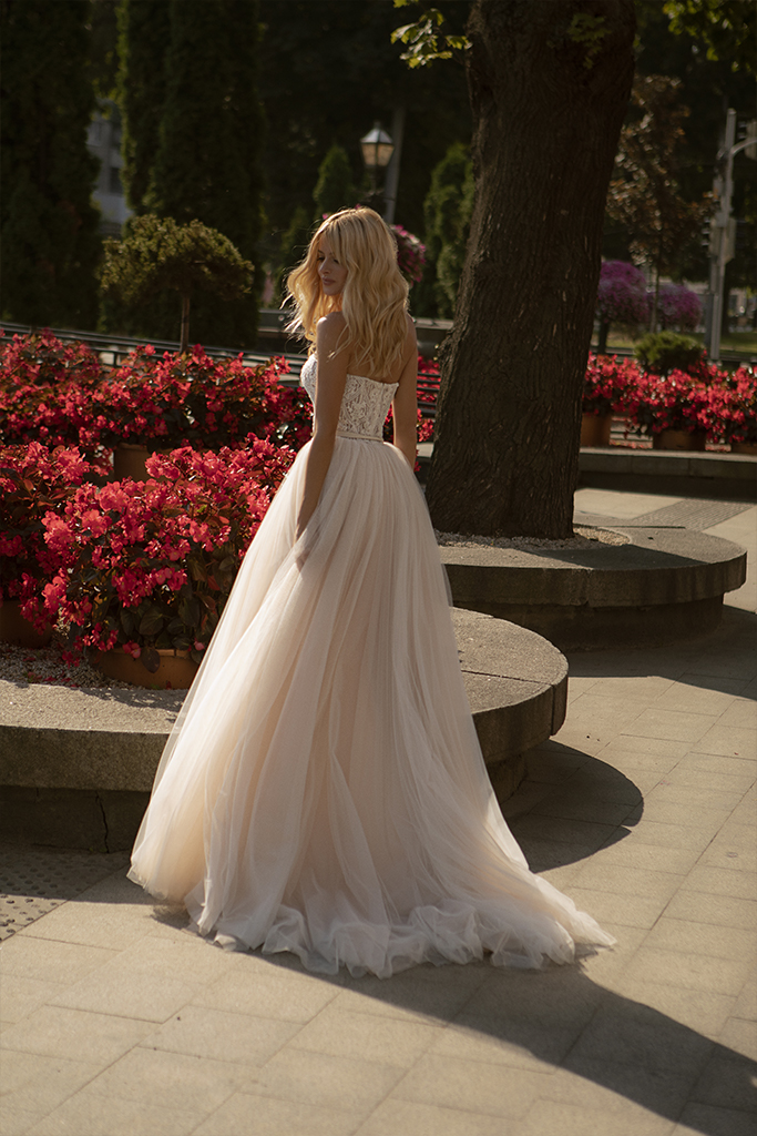 Wedding dresses Olivia Collection  City Passion  Silhouette  A Line  Color  Blush  Ivory  Neckline  Straight  Sleeves  Sleeveless  Train  With train - foto 2