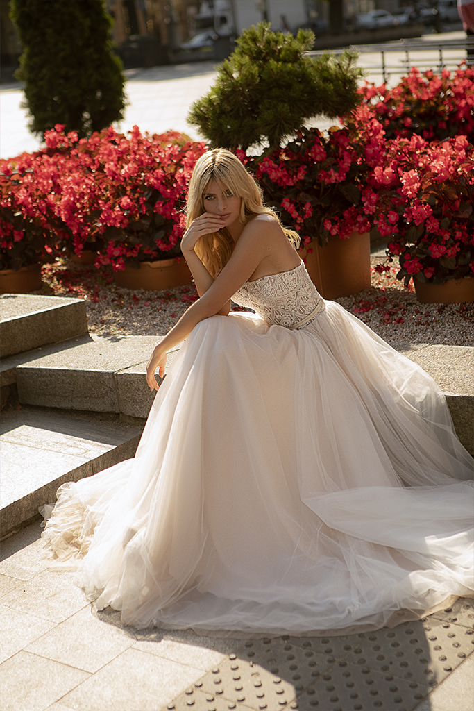 Wedding dresses Olivia Collection  City Passion  Silhouette  A Line  Color  Blush  Ivory  Neckline  Straight  Sleeves  Sleeveless  Train  With train - foto 4
