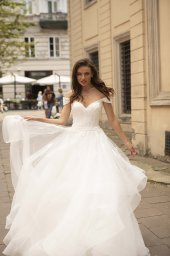 Wedding dresses Orabel Collection  City Passion  Silhouette  Ball Gown  Color  Ivory  Neckline  Sweetheart  Sleeves  Wide straps  Off the Shoulder Sleeves  Train  With train - foto 3