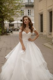 Wedding dresses Orabel Collection  City Passion  Silhouette  Ball Gown  Color  Ivory  Neckline  Sweetheart  Sleeves  Wide straps  Off the Shoulder Sleeves  Train  With train - foto 4