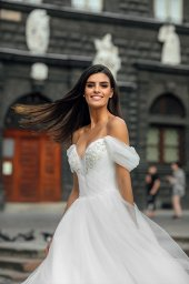 Wedding dresses Abel Collection  City Passion  Silhouette  A Line  Color  Ivory  Neckline  Sweetheart  Sleeves  Wide straps  Off the Shoulder Sleeves  Train  With train - foto 3