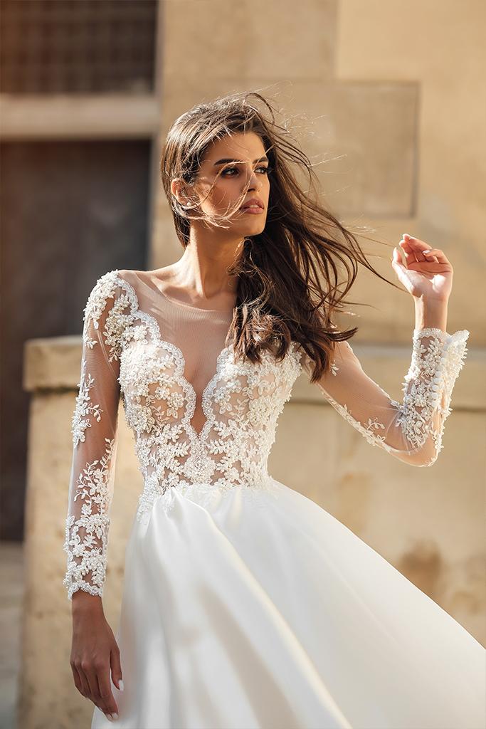 Suknie ślubne Aimi Kolekcja  City Passion  Sylwetka  Balowa suknia   Kolor  White  Dekolt  Portret (dekolt w serek)  Rękawy  Długi  Dopasowany  Flex  Z trenem - foto 3