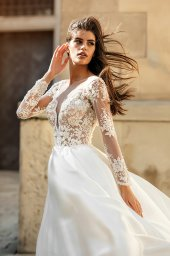 Wedding dresses Aimi Collection  City Passion  Silhouette  A Line  Color  White  Neckline  Portrait (V-neck)  Sleeves  Long Sleeves  Fitted  Train  With train - foto 4