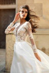 Suknie ślubne Aimi Kolekcja  City Passion  Sylwetka  Balowa suknia   Kolor  White  Dekolt  Portret (dekolt w serek)  Rękawy  Długi  Dopasowany  Flex  Z trenem - foto 4